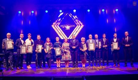 Wyjątkowi ludzie, ważne nagrody i wielkie emocje - wśród nagrodzonych nasza nauczycielka - Pani Zofia Sumczyńska
